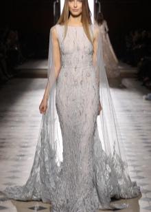Гипюровое платье белое со шлейфом