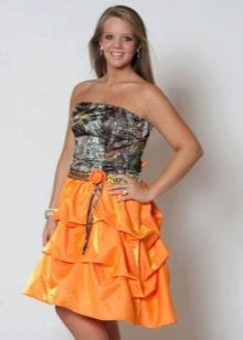 Камуфляжное платье с оранжевой юбкой