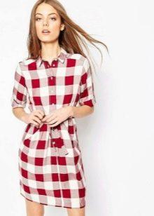 Красно-белое платье-рубашка в клетку