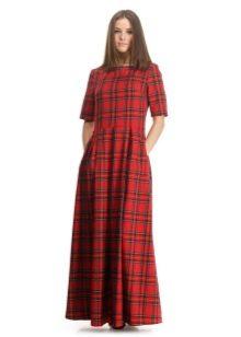 Длинное красное клетчатое платье