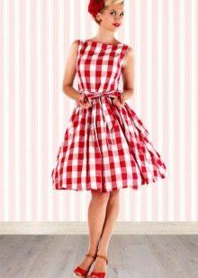 Красное платье в белую клетку