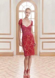 Красное кружевное платье короткое