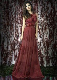 Красное кружевное платье а-силуэта