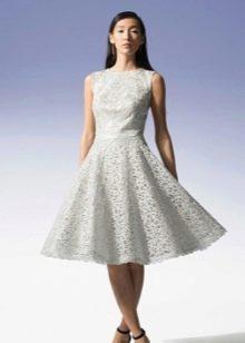 Кружевное платье а-силуэта белое