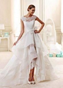 Короткое спереди длинное сзади свадебное платье кружевное