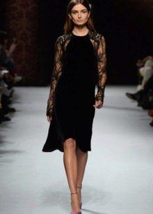 Черное платье с кружевными рукавами