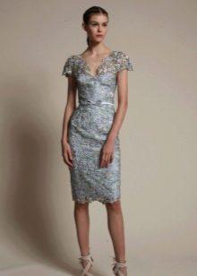 Кружевное платье футляр средней длины