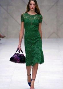 Изумрудное кружевное платье миди