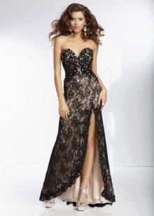 Кружевное платье с вырезом с боку