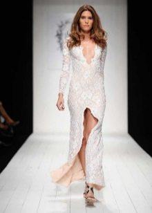 Кружевное платье с вырезом с переди