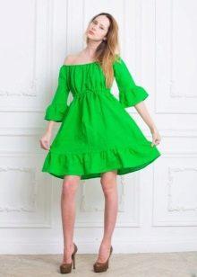 Короткое льняное платье зеленого цвета