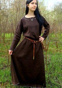 Кожаный ремень к длинному льняному платью