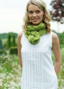 Льняное платье в сочетание с шарфом