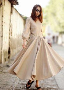 Бежевое длинное льняное платье