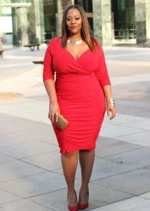 Красное платье-футляр для полных женщин