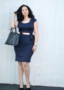 Сумка трапеция под офисное темно-синее платье-футляр для полных
