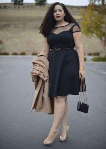 Черное офисное платье-трапеция для полных
