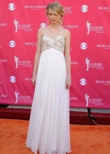 Длинное белое платье А-силуэта