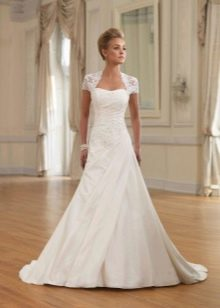 Свадебное платье А-силуэта с кружевными вставками