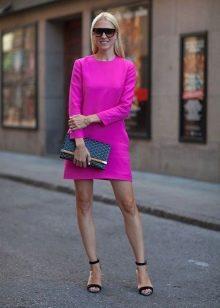 Розовое платье А-силуэта