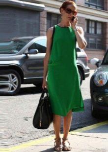 Зеленое платье А-силуэта