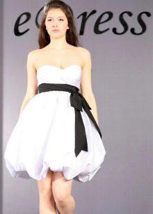 Короткое свадебное платье-баллон