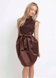 Комбинированное платье-баллон с кружевным топом и атласной юбкой
