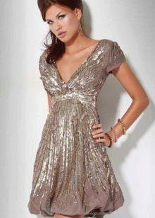 Платье-баллон с V-образным вырезом