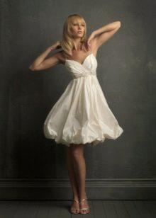 Платье-баллон с расклешенной юбкой