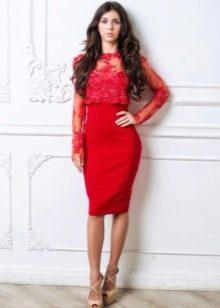 Платье-футляр комбинированное кружевом