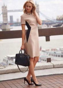 Платье-футляр с коротким рукавом
