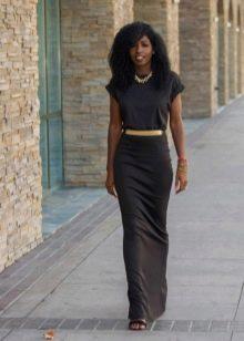 Длинное черное платье-футляр