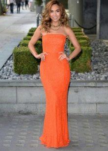 Длинное оранжевое платье-футляр бюстье