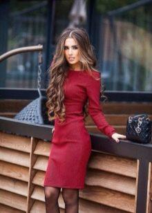 Платье-футляр с длинными рукавами