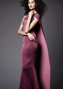 Платье из неопрена со шлейфом