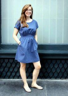 Короткое синее платье из штапеля