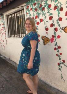 Платье из штапеля лазурного цвета с принтом для полных
