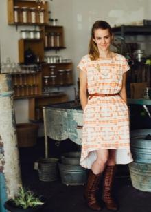 Асимметричное платье из штапеля в народном стиле
