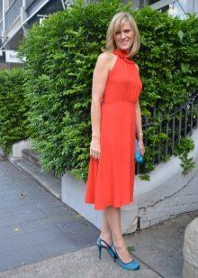 Платье средней длины из вискозы с английской проймой