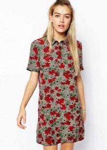 Серое платье-поло с красным цветочным принтом