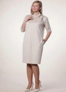 Платье прямого силуэта для полных женщин