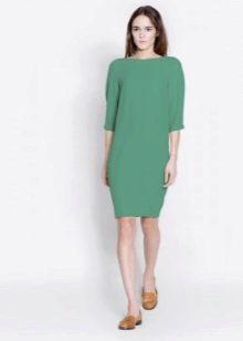Платье прямого силуэта для невысоких женщин