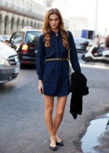 Синее платье-рубашка из денима