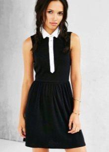 Черное платье-рубашка с белой отделкой
