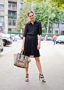 Шифоновое платье-рубашка с юбкой плиссе средней длины
