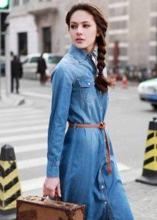 Джинсовое платье-рубашка с ремнем для ретро-образа
