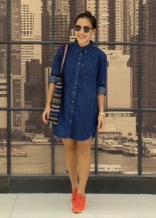 Повседневное джинсовое платье-рубашка