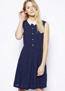 Приталенное короткое синее платье-рубашка с белым воротником