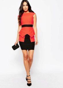 Короткое двухцветное платье с баской