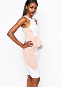 Бклое платье с розовой баской